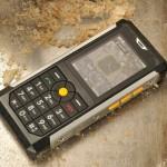 Caterpillar представила защищенный мобильник Cat B100